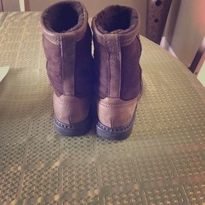 Ugg Mens boot size 7.5/womens 9.0